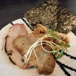 麺処 ほん田 niji - チャーシュー、メンマなどの具は別皿提供
