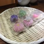 和酒BAR 煙草屋 - 和菓子を選びます