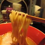 74046787 - 麺の存在感あり、上質な食感。  軽やかに踊るような元気一杯ダンシングヌードル