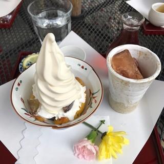 武蔵野茶房 江戸東京たてもの園店 - おいもパフェとアイスティー