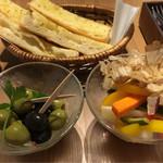 74049163 - ガーリックトースト・オリーブのアンチョビ風味マリネ・和ダシ風味のピクルス