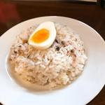 スープカレー ポニピリカ - ライスは穀物も入り固めの仕上がり。