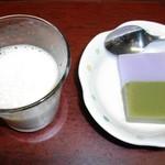 いろり じねん - しそ・抹茶ようかんと豆乳ラッシー