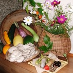 いろり じねん - 秋の玄関 秋の食材