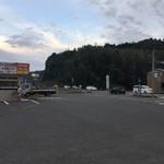 台湾料理 八福 - 広い駐車場