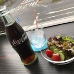 珈琲Chip in - 料理写真:やっぱコーラは瓶だね!