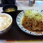 すき家 - 豚しょうが焼定食680→580円(期間限定)