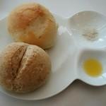 ル ピオニエ - お店の自家製パン