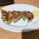 山岸一雄製麺所 - 餃子!