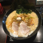 横浜家系ラーメン 翔家 - 大盛り、辛ネギトッピング