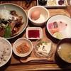 博多炉端 魚男 - 料理写真:あら炊き定食☆お漬物.生卵食べ放題! お醤油も机上にいろんな種類ありマス