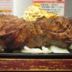 いきなりステーキ - ヒレステーキ444g 3996円(税別)橫から…