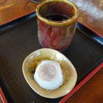 今西誠進堂 - 料理写真:やきもちとお茶のセット(140円)
