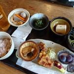 夢市茶屋 - 料理写真:古代米御膳(1,080円)と生ビール(410円)