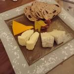 74071136 - チーズ盛り合わせ
