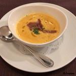 ビストロ スケガワ - トマトのスープにイベリコ豚ベジョータの生ハム