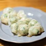 溢彩流香 - 料理写真:豚、海老、にら、クワイの水晶餃子