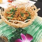 海華 - 揚げ麺の皿に出てきた青椒肉絲(^^)
