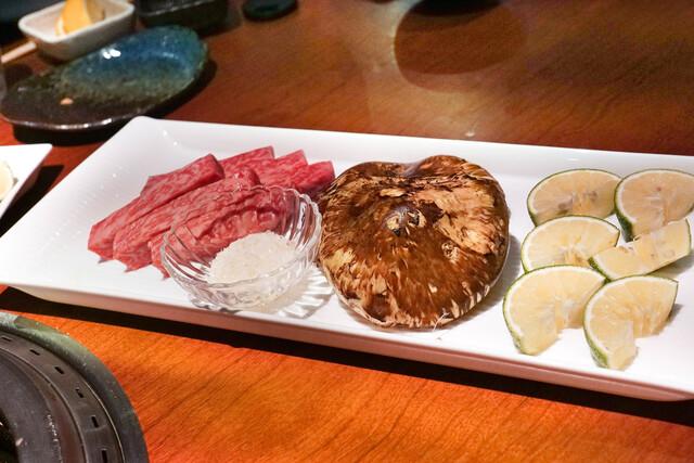 蕃 YORONIKU - 松茸をすき焼き風に