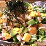 海鮮とアボカドのちらしサラダ
