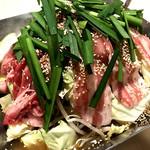 熟成醤油出汁の豪快肉鍋(2~3人前)