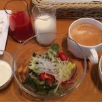 74082841 - 洋食の朝食の一部