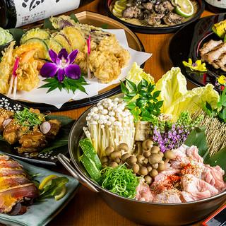 3時間飲み放題付2998円!鶏創作料理と美酒で大型個室宴会!