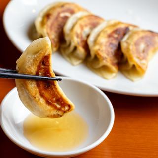 天府野毛の本格焼餃子は380円でご提供。こだわりの逸品です。