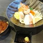 裕太朗寿し - 大漁海鮮丼&赤出汁
