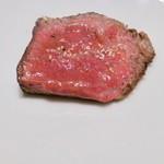 焼肉JIN - 塩で味付けた極ロースステーキ