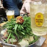 もつ鍋一慶 JRJP博多ビル店 - 炙りもつ鍋2人前。 1人前は1,380円。