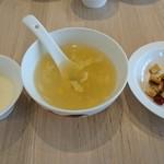 麻辣大学 - スープと漬物