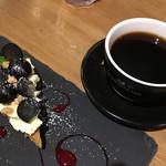 THE BROOKLYN CAFE - プレートがステキ♡ぶどうタルトとコーヒー