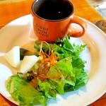 STEAK&BAR ハックルベリィ - サラダ・スープ