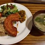 ククル - 混ぜご飯プレート・キノコの混ぜご飯と具たっぷり味噌汁