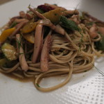 和酒バル KIRAZ - パスタ(半田手延麺使用):烏賊と烏賊墨のペペロンチーノ2
