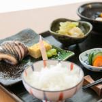 めし屋 仙瑞 - ランチタイムも、ご飯はお代わり無料です。