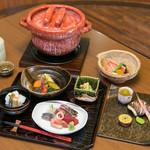 めし屋 仙瑞 - おすすめはコース料理です。一組ずつ土鍋で炊き上げるご飯が自慢です。