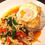 鶏肉のガパオ炒めライス