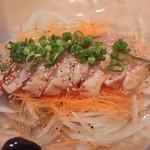 串と煮込み 門限やぶり - 鹿児島県産種鶏のタタキ~旨塩たれ