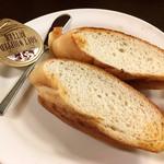 キッチン トーキョー - セットのパン