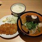 麺や 虎鉄 - 料理写真:とんかつ定食(1050円)