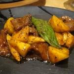 china bistro 八寸 - 牛肉と柿の黒胡椒炒め