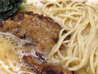 らーめん 会 神戸本店 - 麺は全粒粉 豚軟骨チャーシューはトロトロ