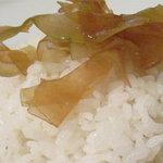 スパイスロード - ご飯の量はSMLサイズから無料で選択可。トッピングはパパイヤチャツネとらっきょうから1つ選択できます。