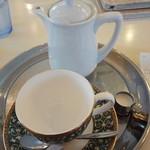カフェ プラド - プラドブレンドはポットとウェッジウッドのカップで