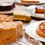 シェヌー - 10種ほどのケーキが並ぶデザートワゴン
