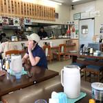 佐賀軒ちゃんぽん - 店内をパシャ 日曜日の13時過ぎ