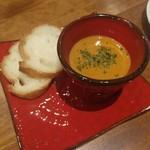 海老料理専門 プラウン&ロブスターバー えびっとる - オマール海老の旨味たっぷりスープ 650円
