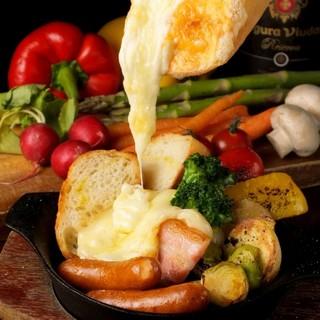 【こだわり食材と調理法】日替わりラクレットチーズも大人気!